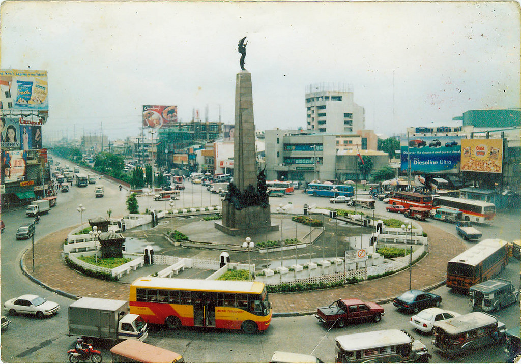 Photo of the Monumento Circle (flickr.com/ronsagmit06forever), End of MacArthur Highway